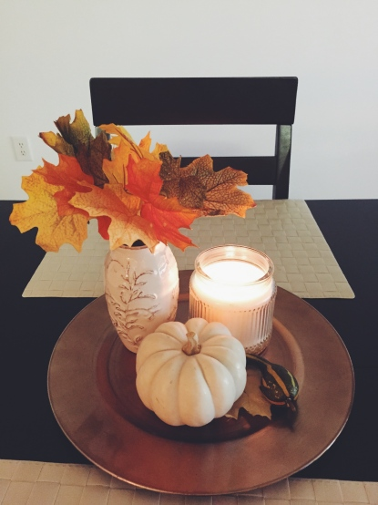 My new little fall center piece in our dining table, feels so cozy and the smell is delicious!